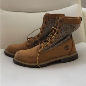 Timberland Woven top boots. Size 9